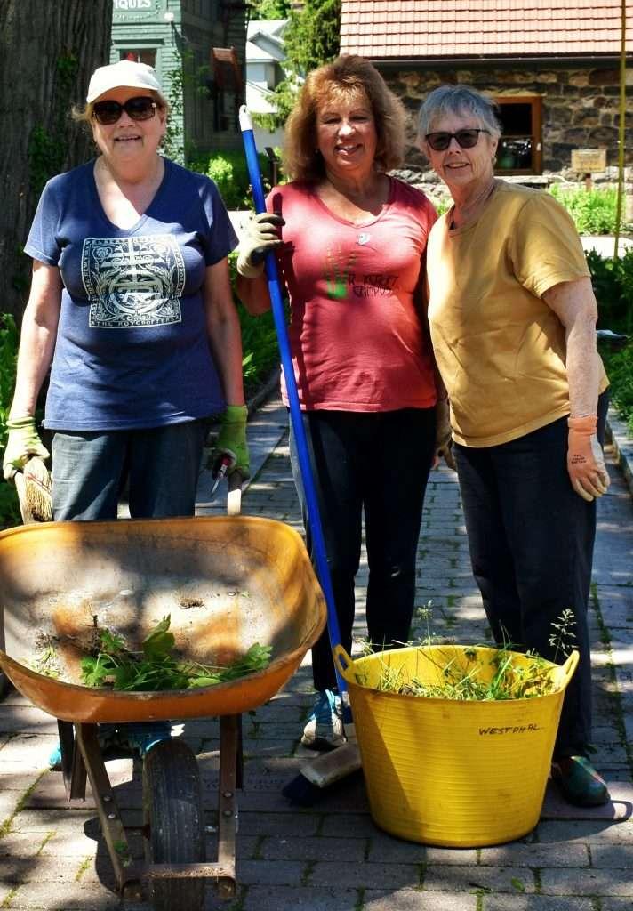 Roycroft Volunteers Gardening